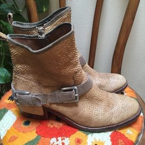 Donald J Pliner Womens Snakeskin Wade Ankle Boots